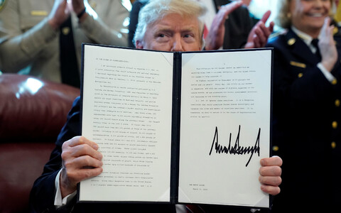 Дональд Трамп впервые воспользовался правом вето.