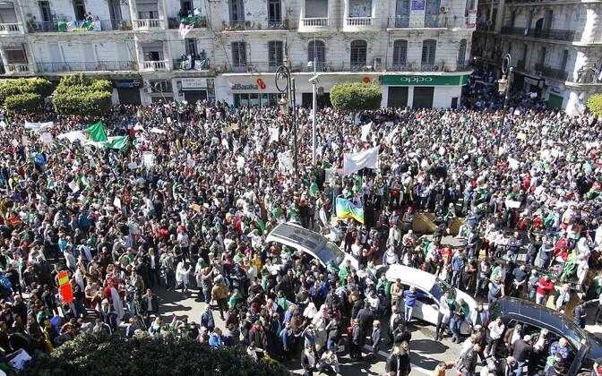 Alžeerlased protestisid presidendi vastu.