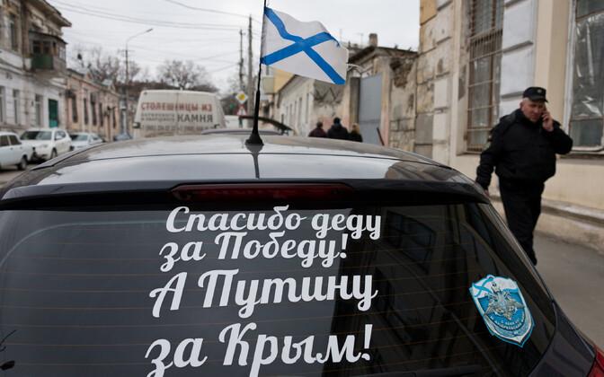 Владелец автомобиля из Симферополя благодарит президента РФ Владимира Путина за присоединение Крыма к России.