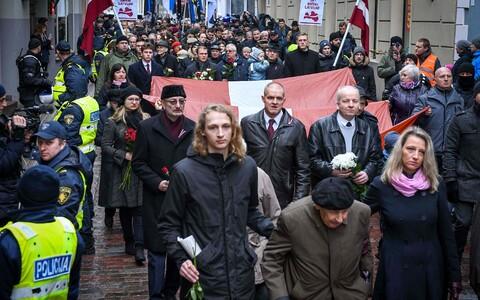 Шествие памяти латышских легионеров в Риге.