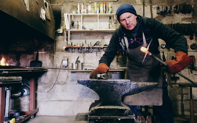 Raivo Jänesmägi working in his workshop at his farm in Päka village. 14 March 2019.