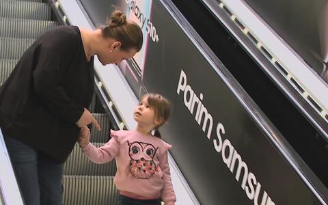 Эскалатор в торговом центре.