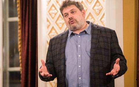 Филипп Лось подписал с Русским театром новый контракт.