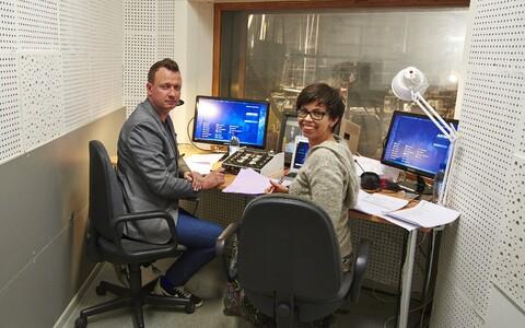 Teiste seas pälvisid sajandi vilistlase tunnustuse ERR-i armastatud saatejuhid Marko Reikop ja Anu Välba. Siin kommenteerivad nad 2016. aastal Eurovisiooni lauluvõistlust.