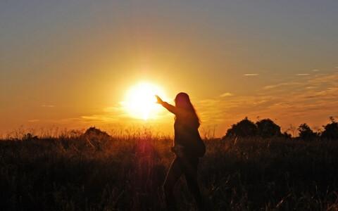 Nii Päike kui ka Maa on tekkinud ühe ja sellesama ürgse gaasipilve kokkutõmbumisel ja tihenemisel.