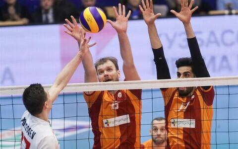 Oliver Venno (keskel)