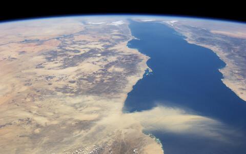 Punane meri kosmosest nähtuna.