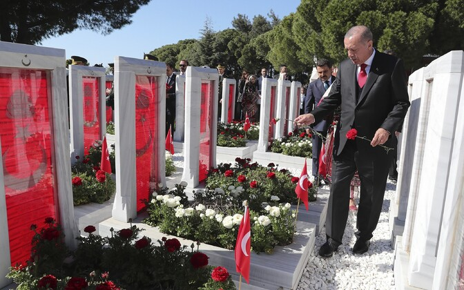 Türgi president Recep Tayyip Erdogan Gallipoli lahingus hukkunud sõdurite haudu külastamas.
