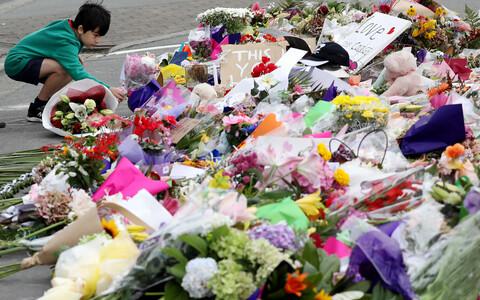 Lilled Uus-Meremaa terrorirünnaku ohvrite mälestuseks