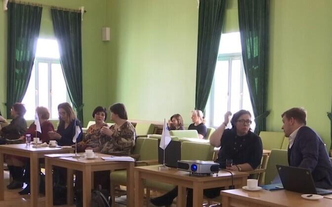 Töörühm kogunes Kohtla-Järve riigigümnaasiumi keeleküsimust arutama.