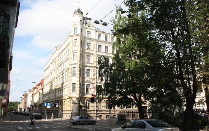 Eesti saatkond Riias asub praegu selles majas Skola tänaval.