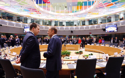Prime Minister Jüri Ratas (Centre) speaking with President Donald Tusk at the European Council this week. 21 March 2019