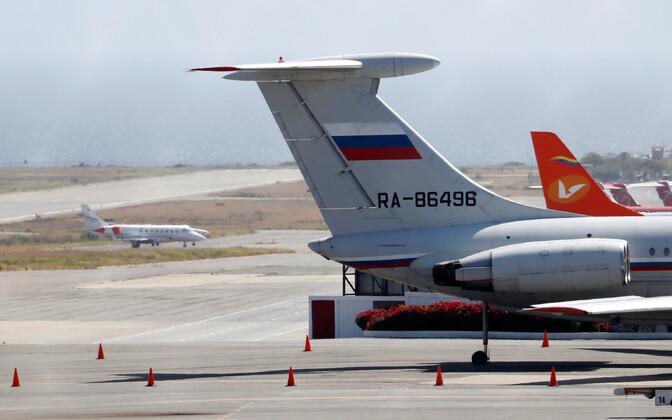 Vene transpordilennuk Caracase lennuväljal 24. märtsil.
