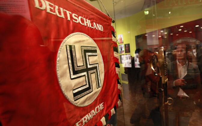 Lipp Natsi-Saksamaa perioodist ajaloomuuseumis Berliinis.