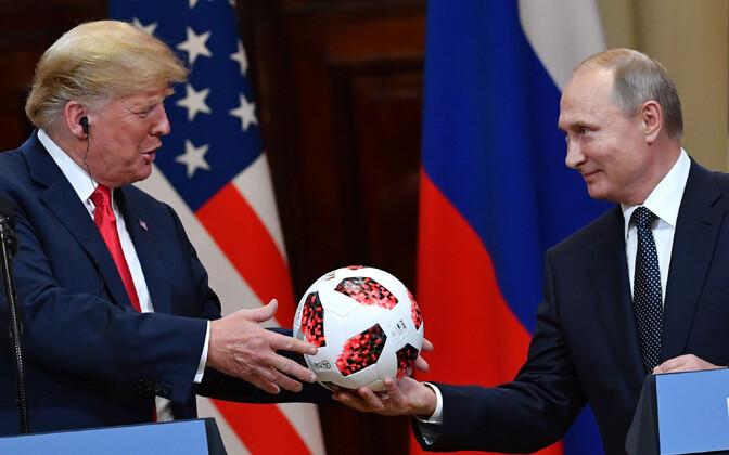 Putin kinkimas Trumpile jalgpalli-MM-i ametlikku palli.