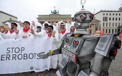 Autonoomsete surmavate relvade vastane protest Saksamaal Berliinis.