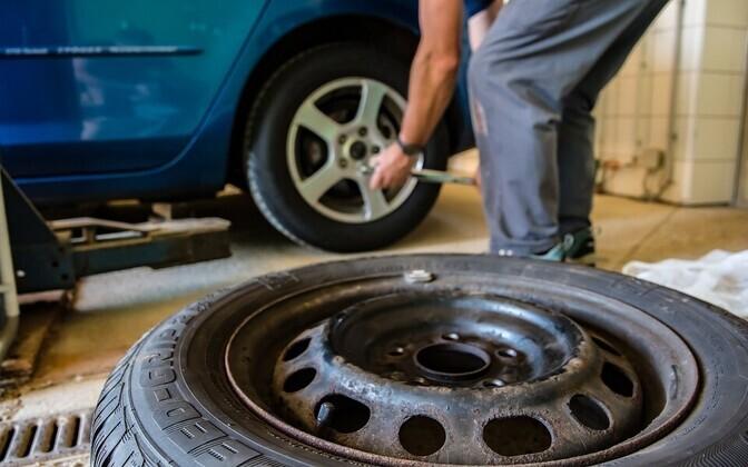 Использование зимних шин с шипами допускается с до 31 марта.