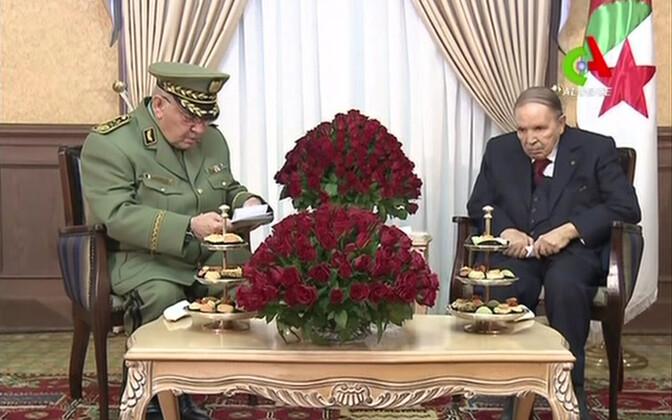 Alžeeria sõjaväejuht Ahmed Gaid Salah ja president Abdelaziz Bouteflika 11. märtsil.