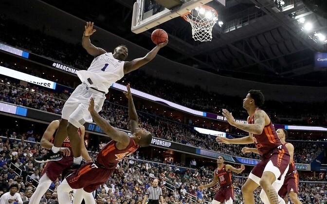Duke'i ülikooli staar Zion Williamson viskel mängus Virginia Techi vastu