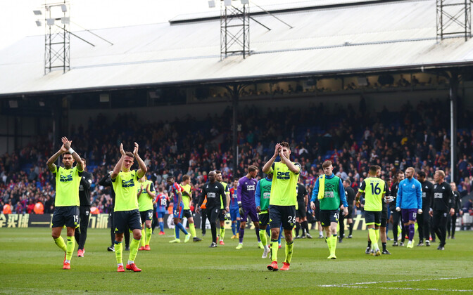 Huddersfieldi mängijad fänne tänamas