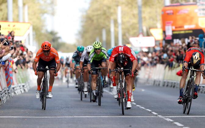 Kataloonia velotuuri kuuenda etapi finis