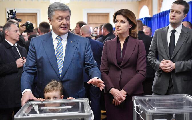Porošenko koos perega pühapäeval valimisjaoskonnas