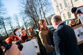 Депутатов парламента поприветствовали протестующие.