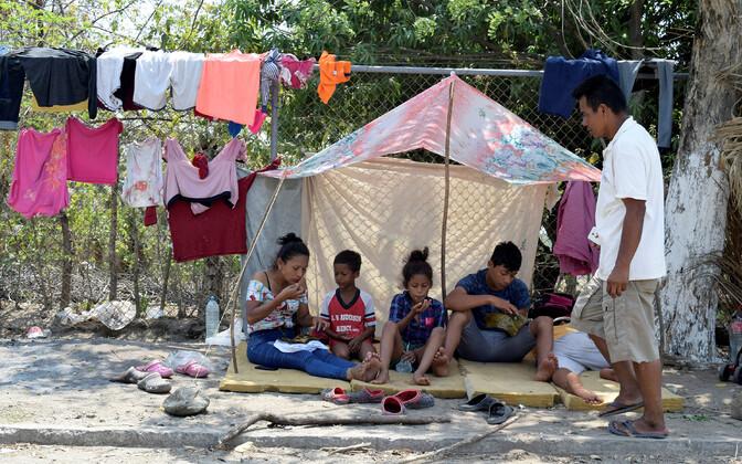 USA-sse jõuda soovivad Kesk-Ameerika migrandid Mehhikos.
