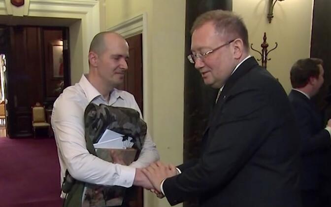 Charlie Rowley ja Venemaa suursaadik Aleksandr Jakovenko.