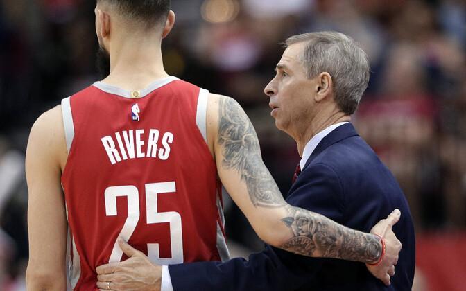 Austin Rivers ja Rocketsi abitreener Jeff Bzdelik
