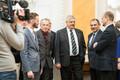 Mart Helme, Jüri Ratas ja Helir-Valdor Seeder tähistavad koalitsioonileppe allkirjastamist