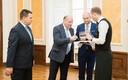 Mart Helme, Jüri Ratas ja Helir-Valdor Seeder koalitsioonileppe allkirjastamisel.