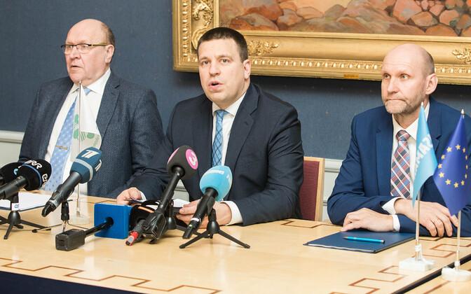 Koalitsioonierakondade juhid Mart Helme, Jüri Ratas ja Helir-Valdor Seeder.