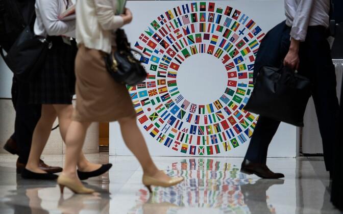 Inimesed IMF-i hoones Washingtonis.