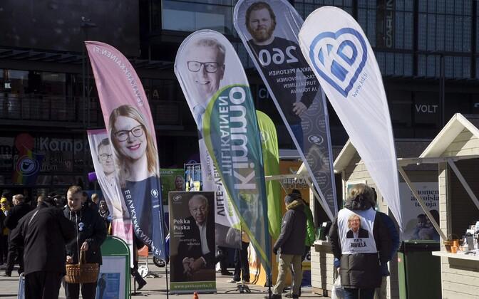 Valimisreklaamid Helsingi tänaval.