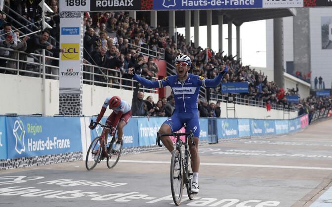 Philippe Gilbert Pariis-Roubaix' finišis