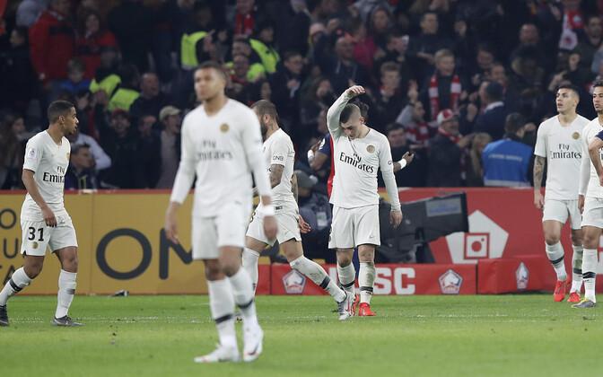 Pettunud PSG mängijad pärast suurt allajäämist Lille'ile.