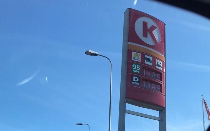 Bensiini hinnatabloo esmaspäeval Circle K tanklas Tallinnas.