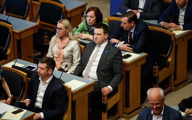 Jüri Ratas esmaspäeval riigikogus.