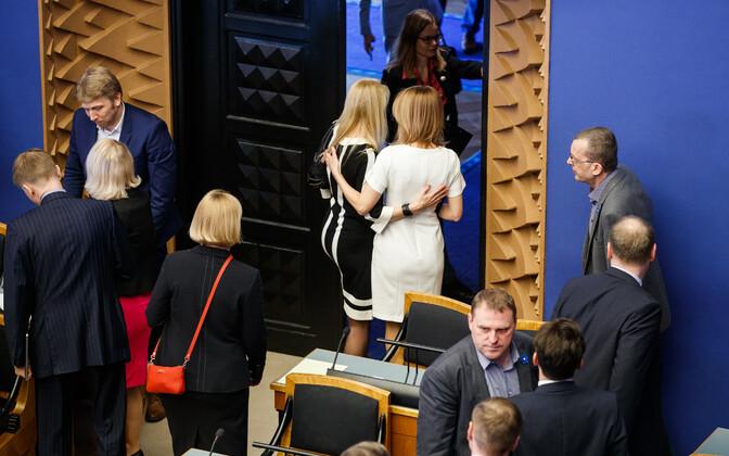 Melu riigikogu istungitesaalis