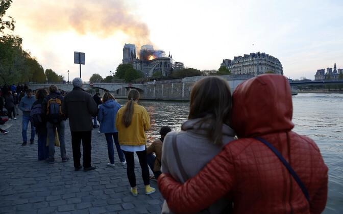 Tulekahju Pariisi Jumalaema kirikus.