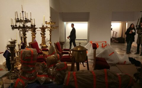 Pariisi linnapea Anne Hidalgo tviidi pilt päästetud kunstiväärtustest.