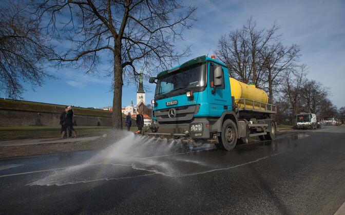 Власти обещают ликвидировать дорожную пыль.