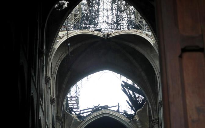 Собор Парижской Богоматери после пожара.