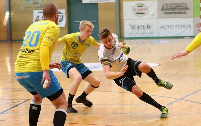 Tõnis Kase (palliga) viskas üheksa väravat ning viis Põlva Coopi veerandfinaalis Viljandi HC vastu ette