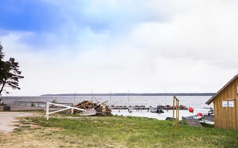 Traditsiooniliselt on rajatud vahetult rannale ainult erilise otstarbega ehitisi.