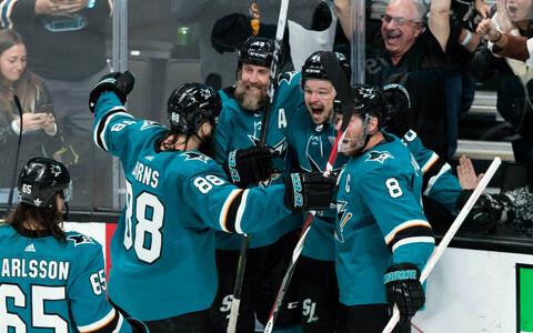 San Jose Sharksi mängijad rõõmustamas.