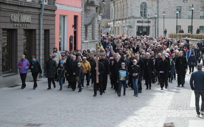 Suure reede ristitee rännak Tallinna vanalinna kirikutes.