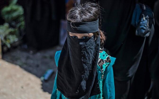 Kirde-Süürias asuvasse laagrisse on viimastel kuudel ümber paigutatud tuhandeid džihadistide naisi ja lapsi. Fotol üks laagrisse paigutatud lastest.