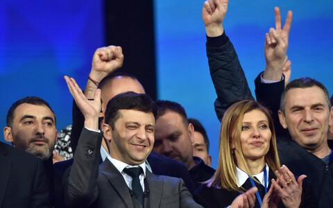 Кандидат в президенты Украины Владимир Зеленский и его жена Елена на дебатах с действующим президентом Петром Порошенко.